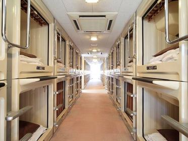 캡슐 호텔 리도 인 오모리 - 메일 온리 image
