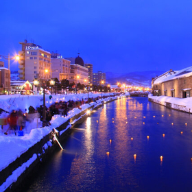 小樽運河・歴史が刻まれた美しいレンガ造りの観光名所を巡る