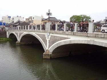 優美なアーチ・浅野川大橋