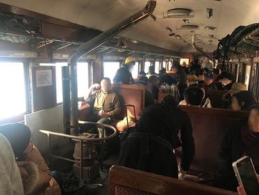 冬の風物詩・津軽鉄道「ストーブ列車」に炙りスルメと日本酒片手に乗ってみた