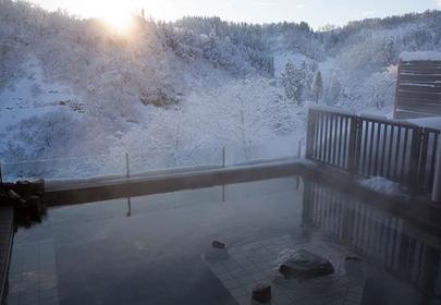 ナステビュウ湯の山の露天風呂 写真提供:ナステビュウ湯の山