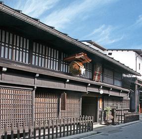 【酒蔵】山に囲まれた岐阜県飛騨市古川で醸す「渡辺酒造店」の酒