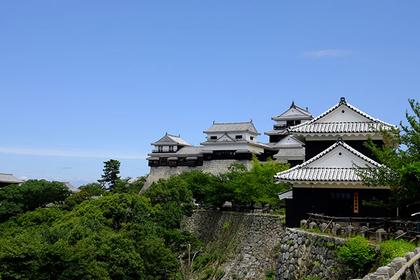道後温泉もすぐ!松山城へのアクセス解説<東京・大阪・福岡発>