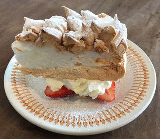 Snowflake Cake Set (945엔~)