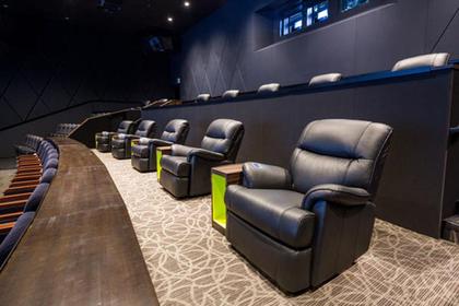 お正月や長期休暇にもおすすめの東京近郊の贅沢なスペシャル映画館