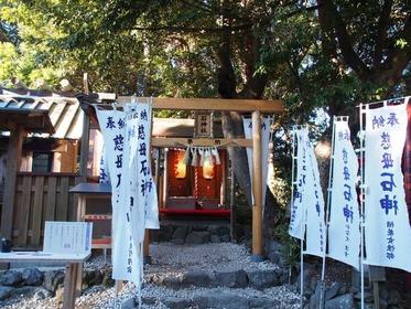 「石神さん」と呼ばれる小さな神社「神明神社(しんめい)」