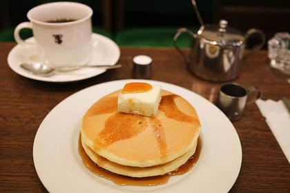 ホットケーキ バター(コーヒーor紅茶付) 700円(税込)