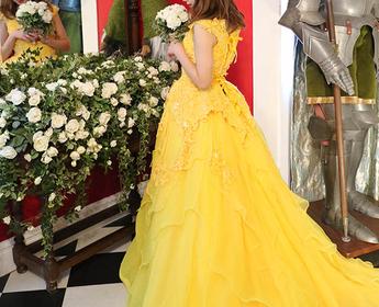 人気のベルのようなカラードレス