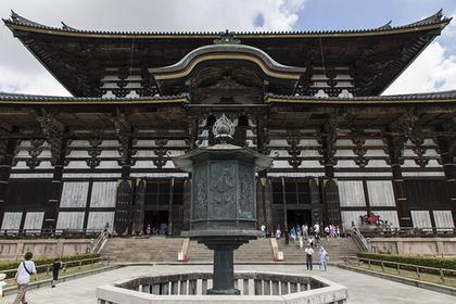 南大門(なんだいもん)入ってまっすぐ正面には「大仏殿」が。