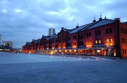 夜晚的紅磚倉庫