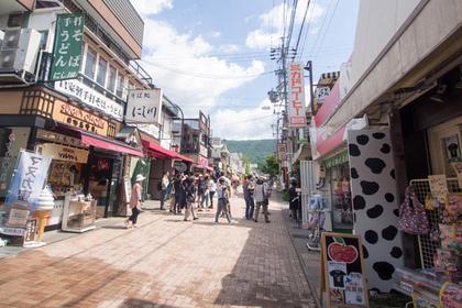 總是熱鬧又充滿朝氣的「舊輕井澤銀座商店街」