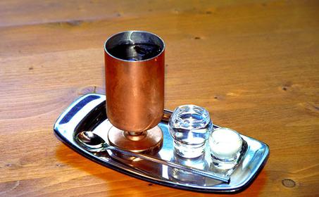 「珈琲館 旦念亭(たんねんてい)」の「水出しアイスコーヒー」700円