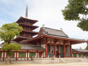鮮やかな朱色が美しい「四天王寺」
