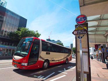 徒歩であれば金沢駅から15~20分かかるので、バスで行くのがおすすめ