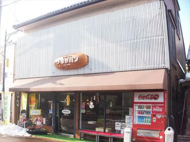 北国街道沿いにある「つるやパン本店」