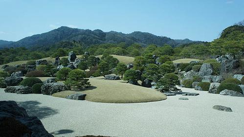 島根県安来市の、日本庭園が美しい足立美術館の紹介