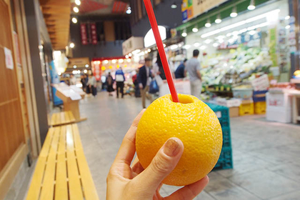 Walk and Eat in Omicho Market