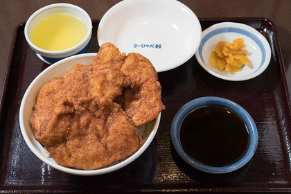 Crunch through Yoroppaken's katsudon in Fukui City