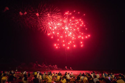 Feels hot at night: Miura Beach Fireworks Festival