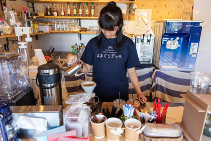 Stop by Hamaguri Deck for Clams and Coffee with an Ocean View