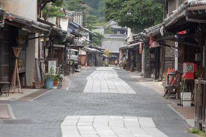 Strolling Mini Kyoto on a Day in Takehara