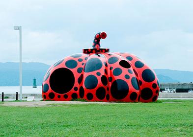 """Red Pumpkin"" ©Yayoi Kusama,2006 Naoshima Miyanoura Port Square /Photo : Daisuke Aochi"