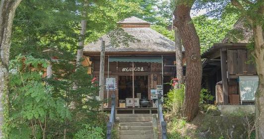 <峠を目指す古い町並みにお地蔵さん>湯の丸高原・鹿沢温泉コース
