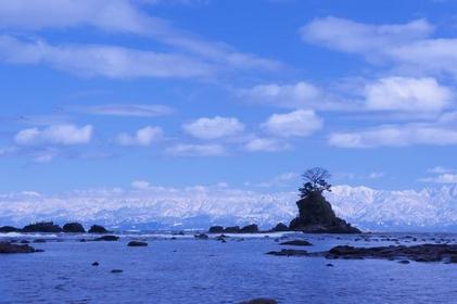 <立山がどこから見上げても美しい>砺波平野・雨晴海岸コース