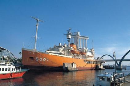 南极观测船破冰船 image