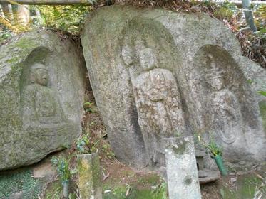 藪の中三尊磨崖仏 image
