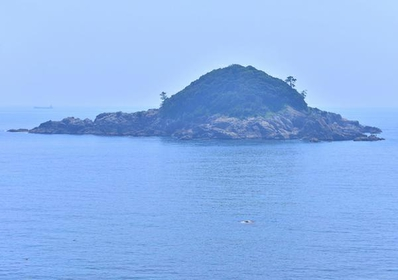 沖の黒島 image