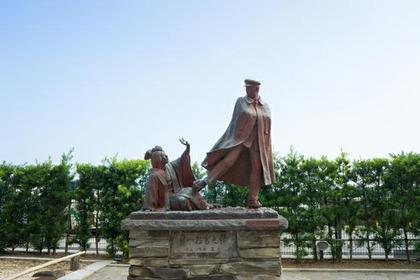 간이치 오미야 동상 image