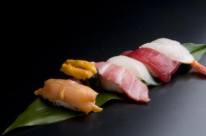 海鲜寿司 Toretore市场 image