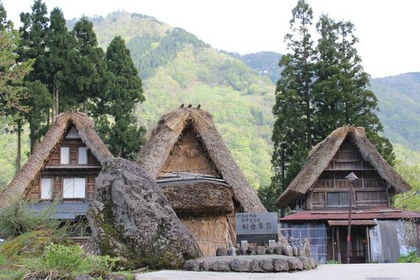 Thatched-Roof Houses of Ainokura Village image