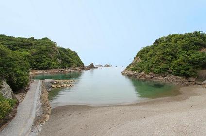 鲸滨海水浴场 image