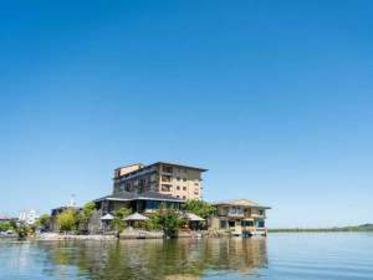 湖上に浮かぶ絶景の宿 はわい温泉 千年亭 image