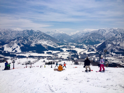 SKIING AND SNOWBOARDING IN JAPAN