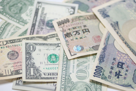 Exchanging foreign cash for Japanese Yen in Japan