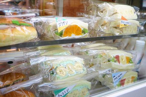 Futsu ni Fruits' fruit sandwiches