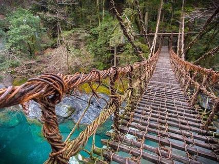 徳島県三好市の人気観光スポット「祖谷」でみつけたスリリングなかずら橋と周辺グルメ