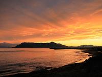 夕焼けがきれいな「函館山」と海岸