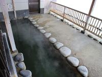 松之山温泉 共同浴場「鷹の湯」の露天風呂