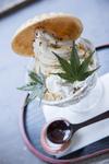 蕎麦ソフトクリーム 黒蜜きなこがけ(680円)