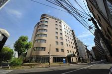 緑の木々とリバーサイドに癒されるホテル。JR広島駅より徒歩15分又は路面電車の銀山町駅下車3分