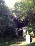 画像は「岩屋山洞窟」の神社。雰囲気たっぷり!