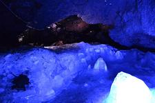 「富岳氷穴の氷柱」