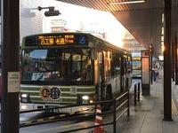 広島市内中心部への循環路線バス「エキまちループ」。1番乗り場のすぐ近くに観光案内所があります。