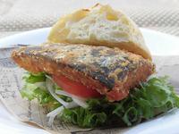 醤油香る「鯖サンド」780円(ハーフサイズは400円)