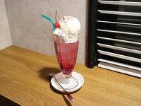 ストロベリークリームソーダ 600円