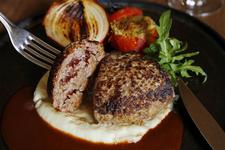 神戸牛挽肉のハンバーグ ランチ(セット:サラダorスープ・ライスorパン・紅茶orコーヒー)2592円 ディナー(単品)2484円 ※税込